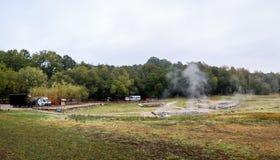 Bagni romani naturali all'aperto con vapore e acqua termale caldi immagine stock