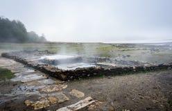 Bagni romani naturali all'aperto con vapore e acqua termale caldi fotografie stock