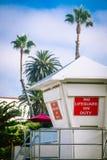 Bagnino Station e palme sulla spiaggia in Califo del sud immagine stock
