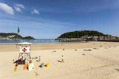 Bagnino sulla spiaggia in San Sebastian, Spagna Fotografie Stock Libere da Diritti