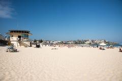 Bagnino Tower e folle della spiaggia di Bondi Fotografia Stock