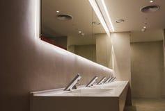 Bagno commerciale per lavare le mani Fotografia Stock