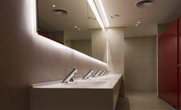 Bagno commerciale per lavare le mani Fotografie Stock