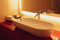 Bagno contemporaneo dell'hotel di California immagini stock
