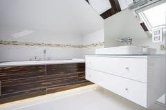Bagno dell'alloggio in bagno moderno Fotografia Stock