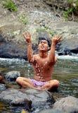 Bagno di mattina nel fiume, Indonesia Immagini Stock Libere da Diritti