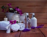 Bagno e stazioni termali, asciugamani, bagno su di legno immagine stock
