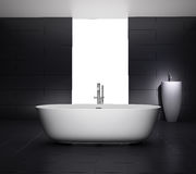 Bagno grigio minimo con la vasca della Jacuzzi Immagini Stock Libere da Diritti