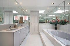 Bagno matrice nella casa di lusso immagine stock