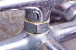 Bagno sporco del rubinetto di Chrome immagine stock libera da diritti