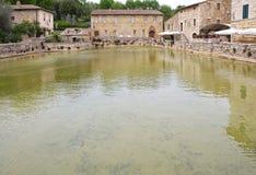 Bagno Vignoni i Val d& x27; Orcia Tuscany, Italien Arkivbild