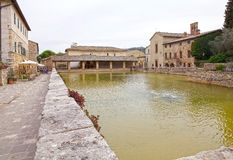 https://thumbs.dreamstime.com/t/bagno-vignoni-val-d-orcia-tuscany-italy-square-source-th-century-origin-hot-springs-ancient-village-76767639.jpg