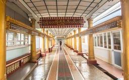 Bago, Мьянма - 22-ое июня 2558: Неопознанный послушник в буддизме, w Стоковая Фотография RF
