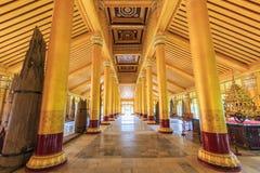 BAGO-MYANMAR-AUGUST 19 :在Kambawza Thardi宫殿里面,缅甸 免版税库存照片