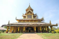 BAGO-MYANMAR-DECEMBER 27: Kambawza Thardi slott på December 27, 2015 i Bago, Myanmar Royaltyfri Bild