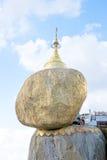 BAGO MYANMAR - November 17, 2015: Kyaiktiyo pagod, måndag tillstånd, Royaltyfria Bilder