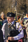 Bagpiper bij St. Patrick Dagparade royalty-vrije stock fotografie