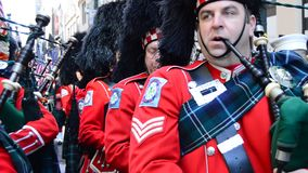 Bagpipers op St Patrick Dag stock footage