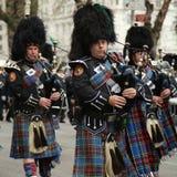 Bagpipers van Nassau controleren Pijpen en Trommels marcherend bij de St Patrick Dagparade Royalty-vrije Stock Afbeeldingen