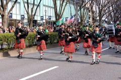 Bagpipes στην παρέλαση ημέρας του ST Patricks στο πολυάσχολο στο κέντρο της πόλης Τόκιο Στοκ Εικόνες