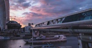 Bagrationbrug en de rivier van Moskou stock videobeelden