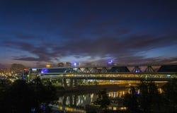 Bagrations-Brücke nachts lizenzfreie stockfotos