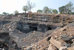 Bagrownica ładuje ciężarowego węgiel Zdjęcie Stock