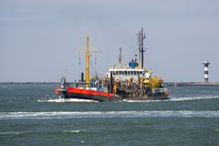 Bagrownica statek w Holenderskim schronieniu Rotterdam, duży port morski Europa obraz royalty free