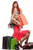bags den blonda ljust rödbrun älskvärda shoppingkvinnan Royaltyfri Fotografi