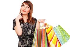 bags den eftertänksamma shoppingsmileykvinnan Royaltyfri Bild