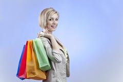 bags den lyckliga shoppingkvinnan fotografering för bildbyråer