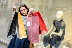bags flickasallyshopping Royaltyfria Bilder