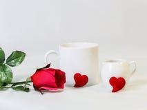 Bague à diamant avec le coeur rouge, concept pour le cadeau de jour de Valentine's Photo stock