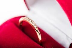 Bague à diamant dans une boîte de velours Photo stock