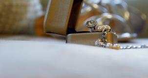Bague à diamant de mariage, collier 4K 4k de perle clips vidéos