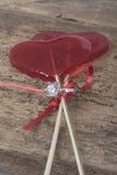 Bague à diamant et sucrerie en forme de coeur Photo stock