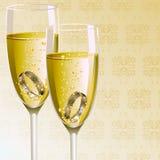 Bague de fiançailles avec la glace de Champagne Photographie stock