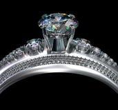Bague de fiançailles d'or blanc avec la gemme de diamant Photo stock