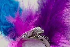 Bague de fiançailles et clavettes Photographie stock