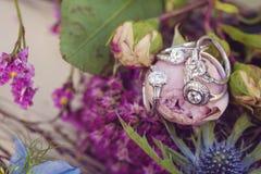 Bague de fiançailles de noces de diamant Photographie stock libre de droits