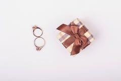 Bague de fiançailles Offrez son engagement à l'amie 8 mars Image stock