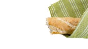 Baguette και πράσινη πετσέτα κουζινών Στοκ Εικόνες