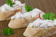 Baguette με τη σαλάτα λουκάνικων Στοκ φωτογραφίες με δικαίωμα ελεύθερης χρήσης