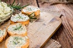 Baguette (com Herb Butter e alho) imagem de stock