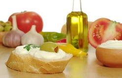 Baguette con formaggio cremoso fotografie stock libere da diritti