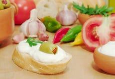 Baguette con formaggio cremoso immagini stock