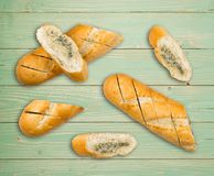 Baguette con mantequilla de ajo Fotos de archivo libres de regalías