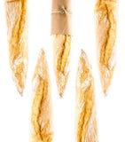 Baguette croustillante française de pain de blé entier sur un backgrou blanc Photographie stock