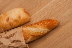 Baguette francesi ed italiane su una tavola di legno Fotografia Stock Libera da Diritti