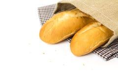 Baguette francesi in sacco su fondo bianco Fotografie Stock Libere da Diritti